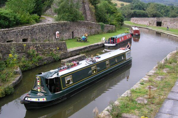 Rich results on Google's SERP when searching for narrow boats