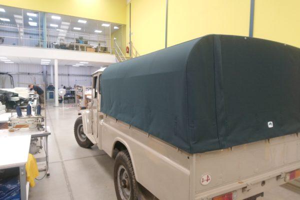 khaki green Land Rover Cover
