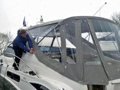 Canvasman Fitter Eren Uzun fitting a motor cruiser boat cover