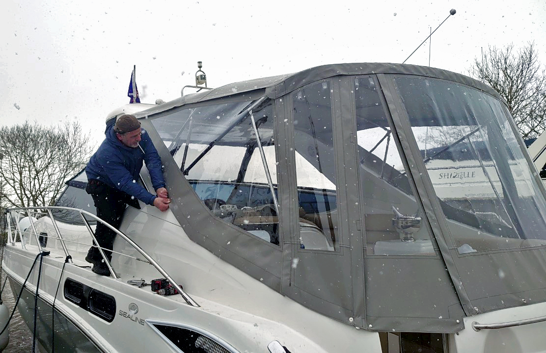 Canvasman Fitter Eren Uzun fitting a motor cruiser boat cover